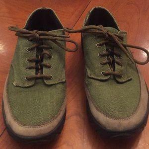 Nike ACG sz 7.5 green tan shoes